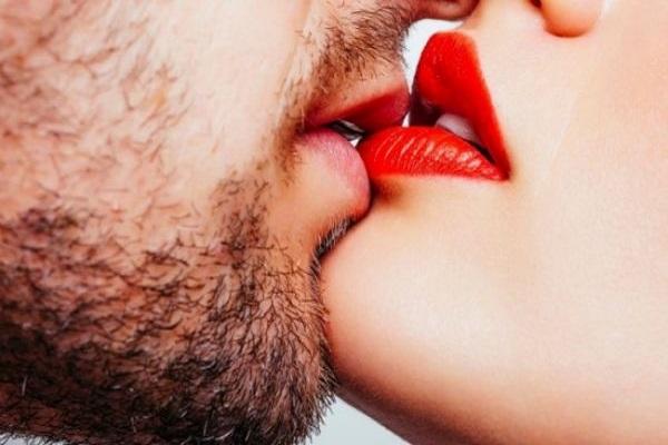 Nằm mơ thấy hôn nhau báo hiệu điềm gì? Đánh số mấy? - NgayAm.com