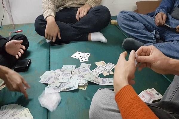 Mơ đánh bài đánh con gì dễ trúng?-2