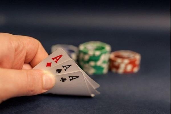 Mơ đánh bài đánh con gì dễ trúng?-1